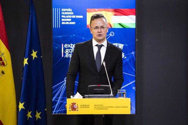 Archivo - El ministro de Asuntos Exteriores de Hungría, Péter Szijjártó, durante una rueda de prensa junto a la titular de Exteriores española, en el Palacio de Viana, a 26 de mayo de 2021, en Madrid (España).