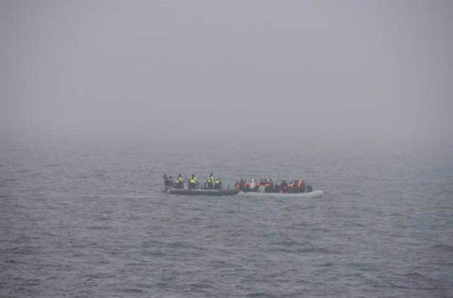 Archivo - Rescate de migrantes en el Canal de la Mancha