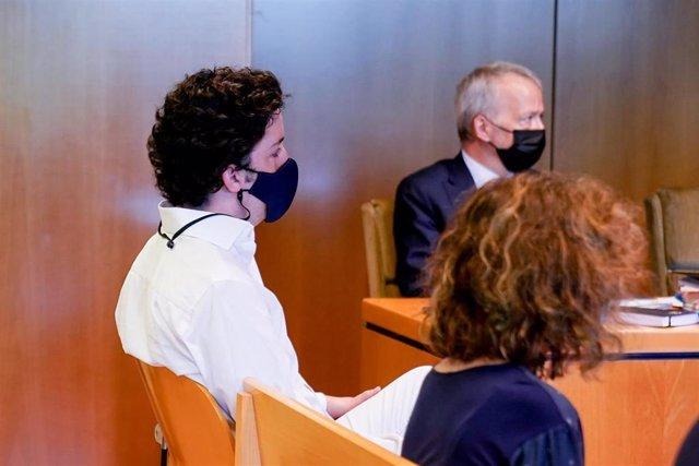 Archivo - Francisco Nicolás Gómez Iglesias, más conocido como 'El Pequeño Nicolás', sentado en el banquillo de los acusados para declarar en un juicio en la Audiencia Provincial de Madrid.