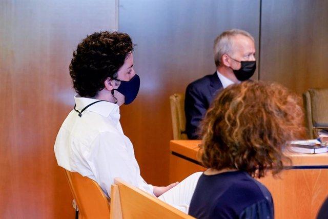 Archivo - Francisco Nicolás Gómez Iglesias, más conocido como el Pequeño Nicolás, sentado en el banquillo de los acusados para declarar en un juicio en la Audiencia Provincial de Madrid, a 20 de mayo de 2021, en Madrid, (España). Gómez Iglesias está acusa