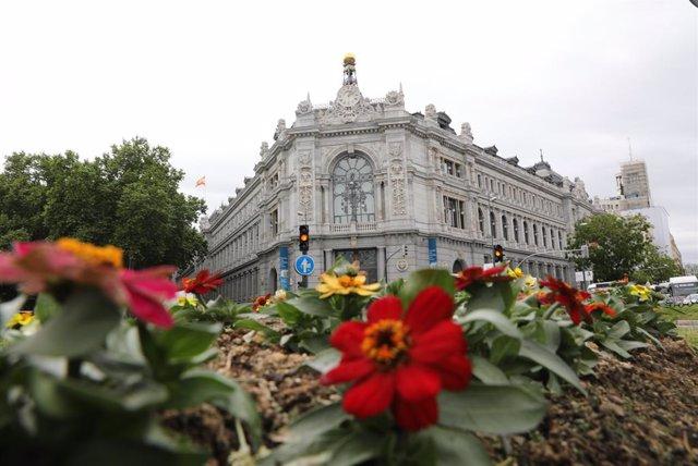 """Archivo - Sede del Banco de España el día que ha publicado su informe anual, a 13 de mayo de 2021, en Madrid (España). El Banco de España destaca en su informe anual del año 2020 la """"elevada desigualdad"""" que existe en las indemnizaciones por despido de lo"""