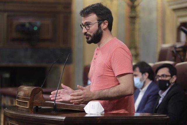 El portavoz de la CUP, Albert Botrán, interviene en una sesión de control al Gobierno en el Congreso