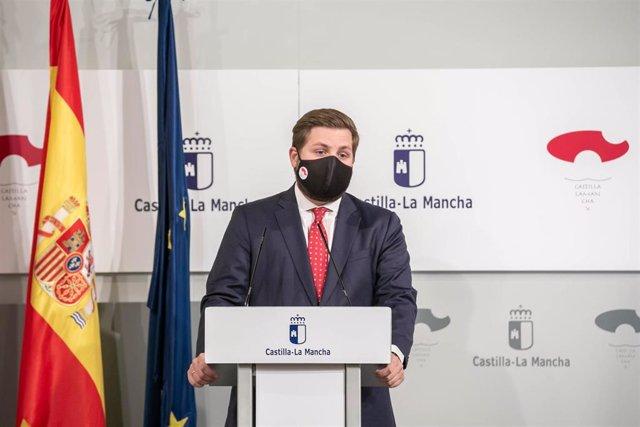 El consejero de Fomento, Nacho Hernando, comparece en rueda de prensa en el Palacio de Fuensalida