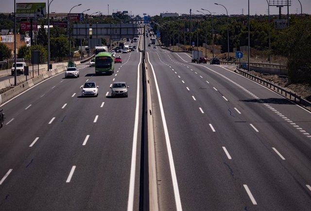 Vehículos en una carretera.
