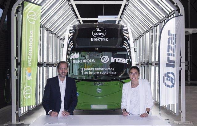 Acuerdo de Iberdrola e Irizar para el transporte de autobuses sostenible