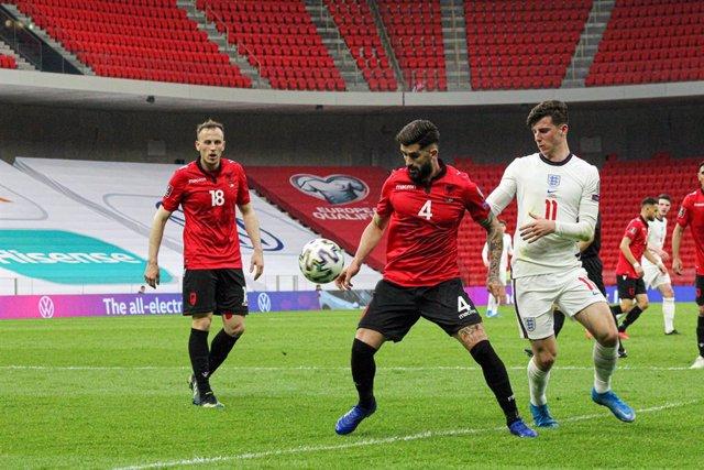 Archivo - Elseid Hysaj (ALB) and Mason Mount (ENG) during the FIFA World Cup 2022, Qualifiers, Group J football match between Albania and England on March 28, 2021 at Qemal Stafa Stadium in Tirana, Albania - Photo Nderim Kaceli / DPPI