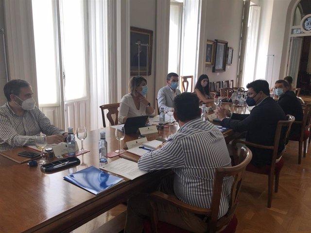 El consejero de Agua, Agricultura, Ganadería, Pesca y Medio Ambiente, Antonio Luengo, preside la reunión celebrada en Cartagena por el Foro Interadministrativo del Mar Menor.