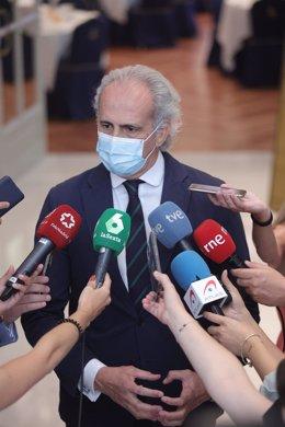 El consejero de Sanidad de la Comunidad de Madrid, Enrique Ruiz Escudero, ofrece declaraciones a los medios en una imagen de archivo