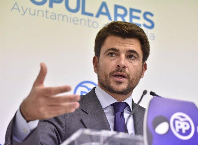 Archivo - Beltrán Pérez, portavoz del PP en el Ayuntamiento de Sevilla, en una foto de archivo.