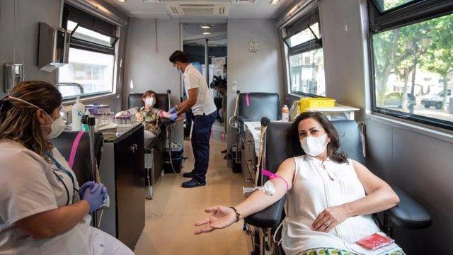 Concha Andreu y Sara Alba han donado sangre esta mañana