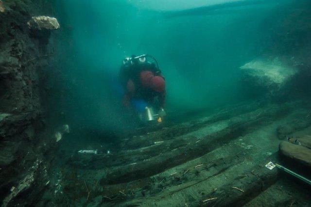 El pecio estaba atrapado por restos de templos caídos a un canal por un terremoto