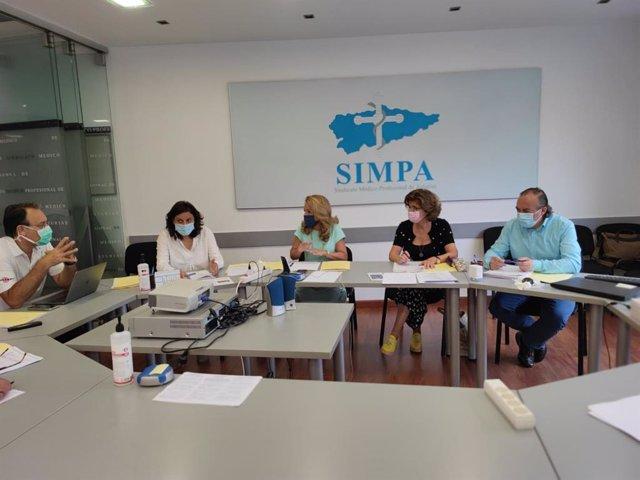 La presidenta del PP de Asturias, Teresa Mallada, reunida con el Comité Ejecutivo del Sindicato Médico Profesional de Asturias (SIMPA).