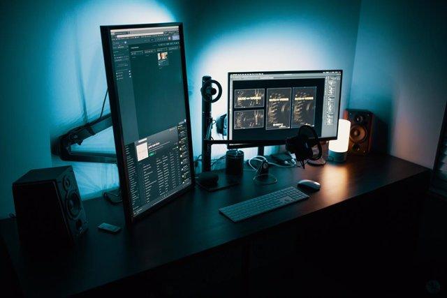 Archivo - Imagen de archivo de un equipo informático.
