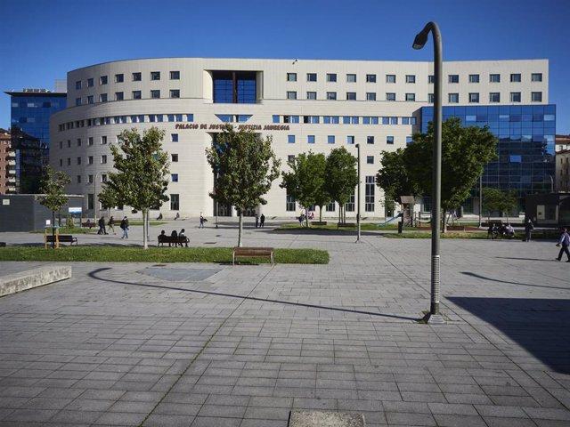 Archivo - Fachada del Palacio de Justicia de Pamplona.