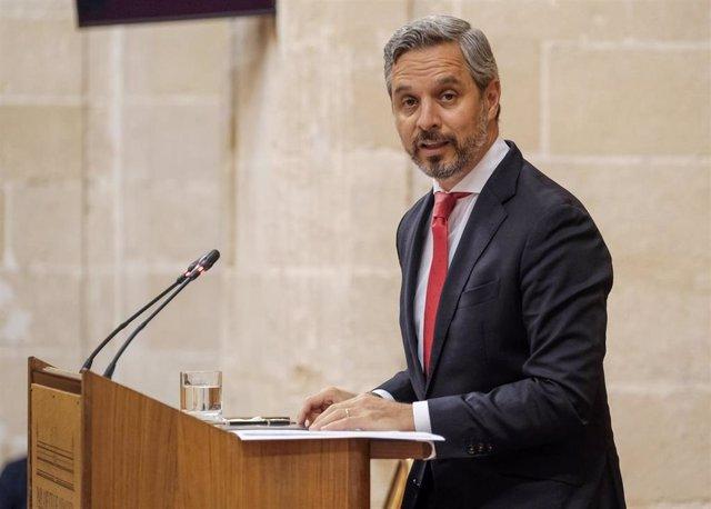 Foto de archivo del consejero de Hacienda, Juan Bravo, en el Pleno del Parlamento.