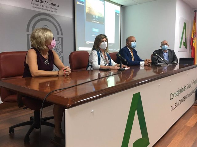 La delegada territorial de Salud y Familia de la Junta de Andalucía en Cádiz, Isabel Paredes, durante el acto de acogida de los nuevos residentes que se incorporan al Distrito de Atención Primaria Bahía de Cádiz-La Janda.