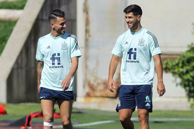 Dani Ceballos junto a Marco Asensio en un entrenamiento de la selección olímpica española de fútbol en la Ciudad del Fútbol de Las Rozas.