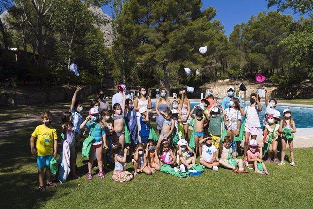 La vicepresidenta de Diputación y diputada de Bienestar Social, Ángeles Martínez, visita las escuelas de verano de Vélez Blanco y Topares