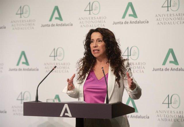 La consejera de Igualdad y Políticas Sociales, Rocío Ruiz, , durante su intervención en la rueda de prensa posterior a la reunión del Consejo de Gobierno de la Junta de Andalucía, a 20 de julio de 2021, en Sevilla (Andalucía, España).