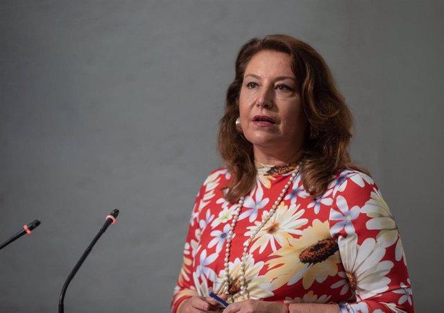 (I-D) La consejera de Agricultura, Pesca y Desarrollo Sostenible, Carmen Crespo, durante su intervención en la rueda de prensa posterior a la reunión del Consejo de Gobierno de la Junta de Andalucía, a 20 de julio de 2021, en Sevilla (Andalucía, España).