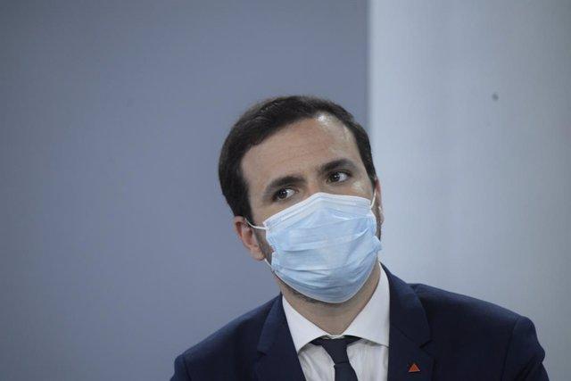 El ministro de Consumo, Alberto Garzón, comparece tras la celebración del Consejo de Ministros, a 20 de julio de 2021, en Madrid (España). Durante la comparecencia han informado de la aprobación de la nueva Ley de Memoria Democrática y de la venta sin rec