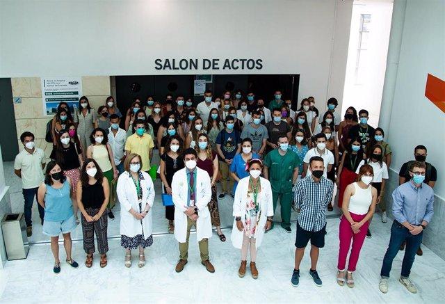 Un total de 94 especialistas internos residentes se incorporan al Hospital Clínico San Cecilio de Granada para completar su formación.