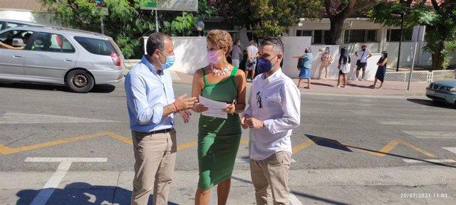 José Luis Ruiz Espejo, secretario general del PSOE de Málaga, en una visita a Estepona