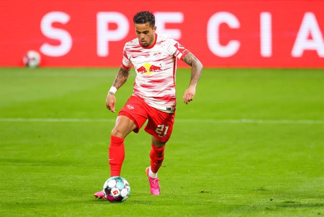 Archivo - FILED - 16 May 2021, Saxony, Leipzig: RB Leipzig's Justin Kluivert in action during the Germany Bundesliga soccer match between RB Leipzig and VfL Wolfsburg at the Red Bull Arena. RB Leipzig said on Tuesday trhat Dutch winger Justine Kluivert is