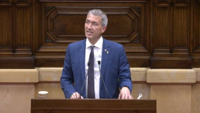 El conseller d'Educació de la Generalitat, Josep González-Cambray, en el ple del Parlament