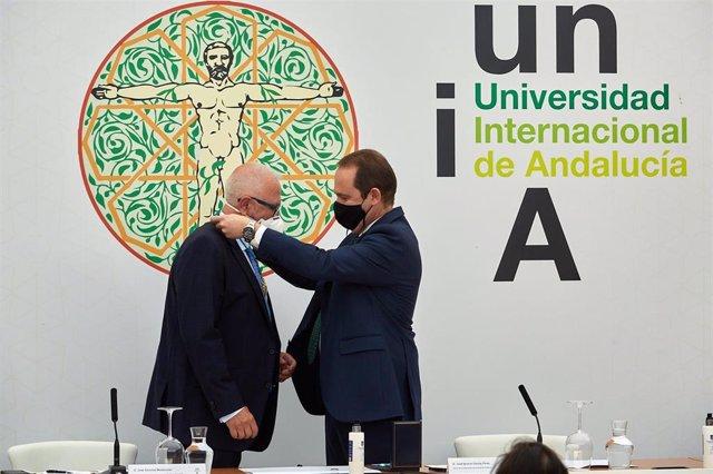 Entrega de la Medalla de Oro de la UNIA  a José Sánchez Maldonado