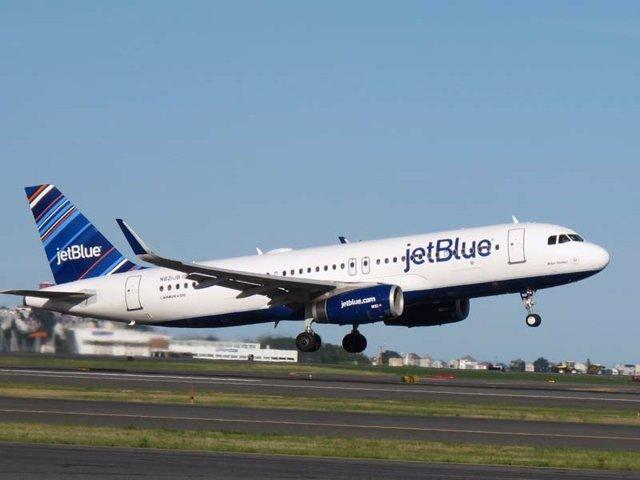Archivo - Avión de JetBlue.