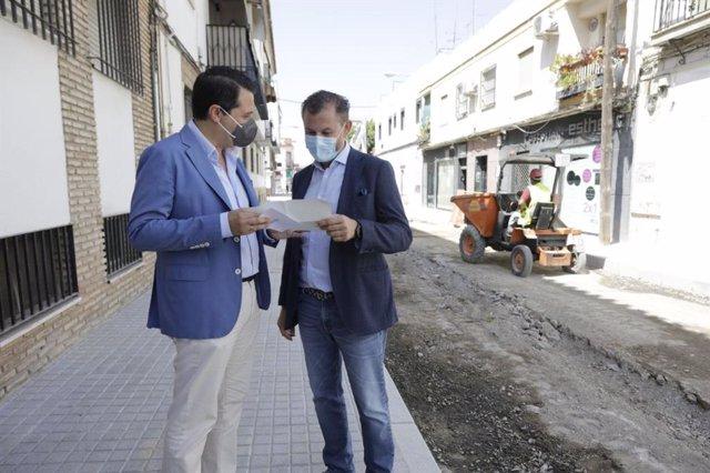 Bellido y Dorado en las obras de la calle Colombia.