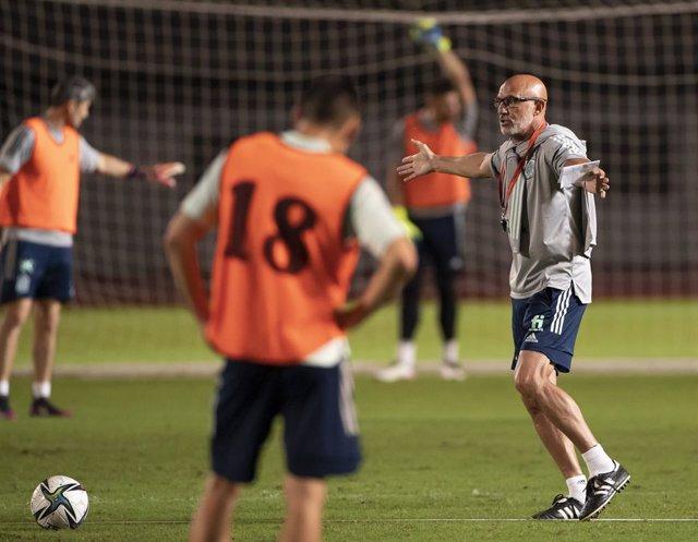 El seleccionador olímpico español de fútbol, Luis de la Fuente, en un entrenamiento.
