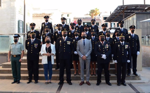 Casi 100 agentes de la XXXV promoción de la escala básica de Policía Nacional celebran su juramento en Baleares.