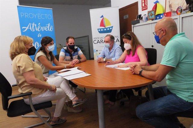 Encuentro entre el delegado de Empleo, Antonio Augustín, y la Asociación Carabela.
