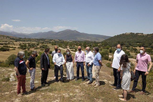 El consejero de Obras Públicas, Ordenación del Territorio y Urbanismo, José Luis Gochicoa, visita Campoo y se reúne con la presidenta de la Confederación Hidrográfica del Ebro y los alcaldes de Hermandad de Campoo de Suso, Campoo de Enmedio y Reinosa.