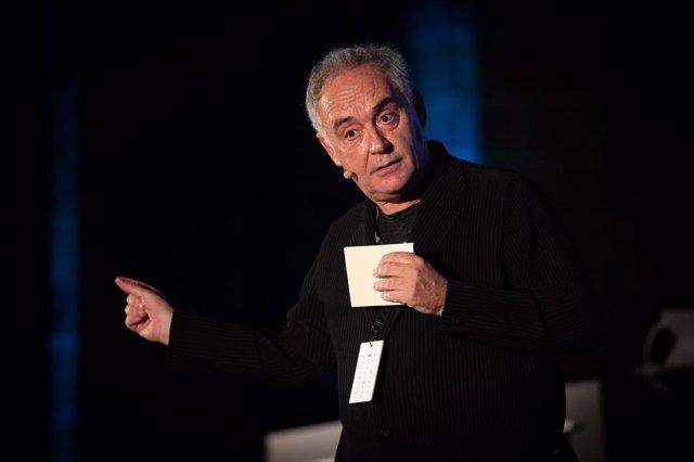 Archivo - El cocinero Ferran Adrià durante su intervención en una conferencia de '¿Cómo innovar para que los nuevos emprendedores comprendan la importancia de la gestión?'  en el Tech Spirit Barcelona, en Barcelona (España), a 25 de febrero de 2020.