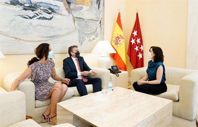 La presidenta de la Comunidad de Madrid, Isabel Díaz Ayuso, se reúne con el consejero delegado de Vodafone España, Colman Deegan