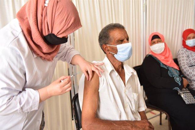 07 July 2021, Tunisia, Beja: A man receives a dose of the Russian Sputnik V Coronavirus (Covid-19) vaccine at Beja Youth Center. Photo: Jdidi Wassim/SOPA Images via ZUMA Wire/dpa