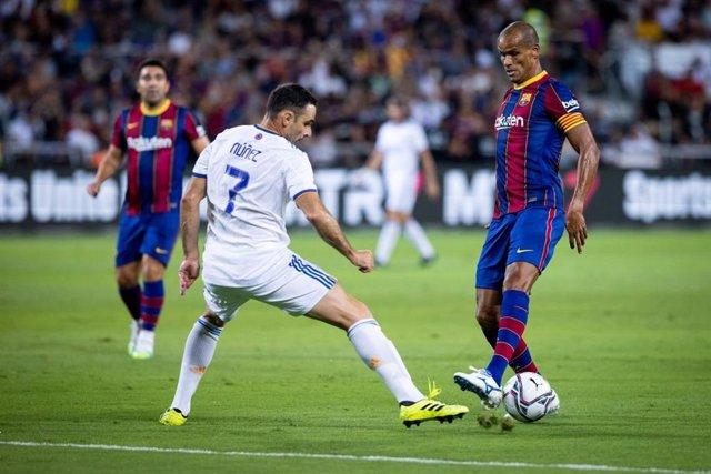 Rivaldo ante Núñez en el Clásico de Leyendas de Tel Aviv