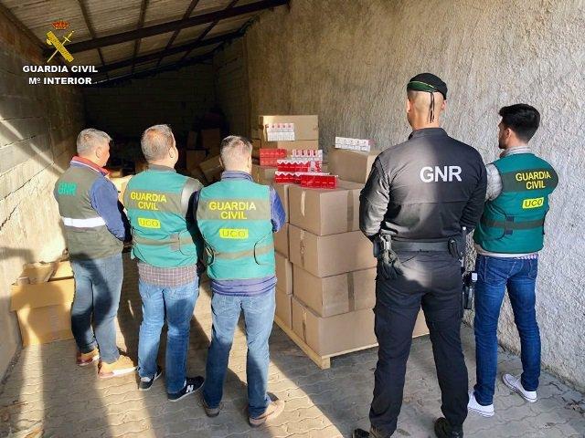 Intervenido tabaco ilegal con 27 detenidos en España y dos en Portugal en una operación conjunta en ambos países.