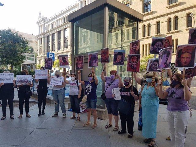 Protesta ante Cibeles antes del Pleno
