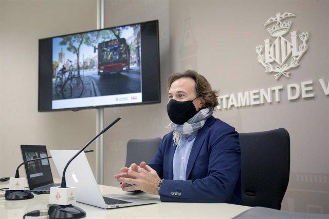 Archivo - El concejal de Movilidad Sostenible y presidente de la EMT, Giuseppe Grezzi, en una imagen de archivo.