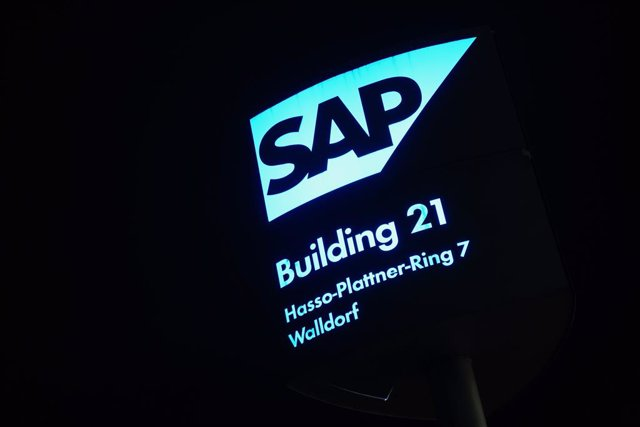 Archivo - FILED - 28 January 2021, Baden-Wuerttemberg, Walldorf: A logo of the German software firm SAP is illuminated in front of a company building in Walldorf. German software firm SAP is launching an internal investigation in reaction to a reported ro