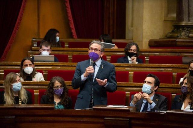 El conseller d'Economia i Hisenda de la Generalitat, Jaume Giró, en el ple del Parlament