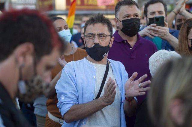 El fundador de Podemos Juan Carlos Monedero durante una manifestación para condenar el asesinato de un joven de 24 años el pasado sábado en A Coruña debido a una paliza, a 5 de julio de 2021, en Madrid, (España).