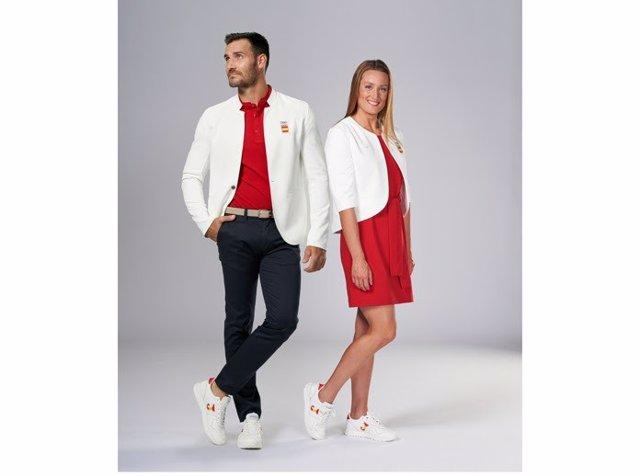 Indumentaria Joma que vestirán los abanderados de España Saúl Craviotto y Mireia Belmonte en el desdile inaugural de los Juegos Olímpicos de Tokyo 2020