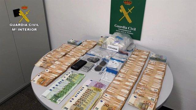 Dinero, droga y otros elementos intervenidos