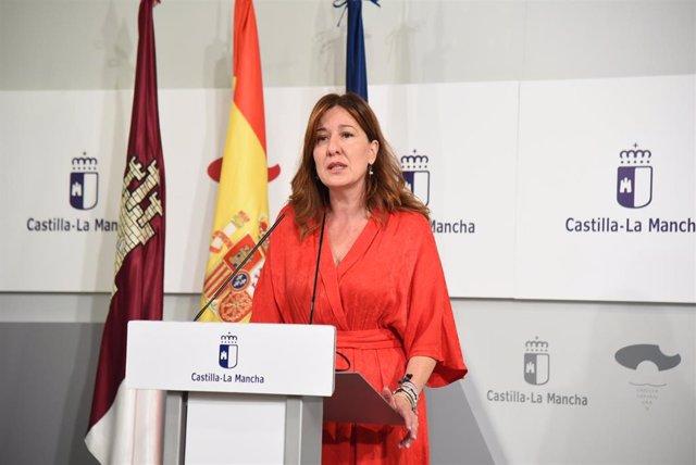La portavoz del Gobierno de Castilla-La Mancha, Blanca Fernández, en rueda de prensa