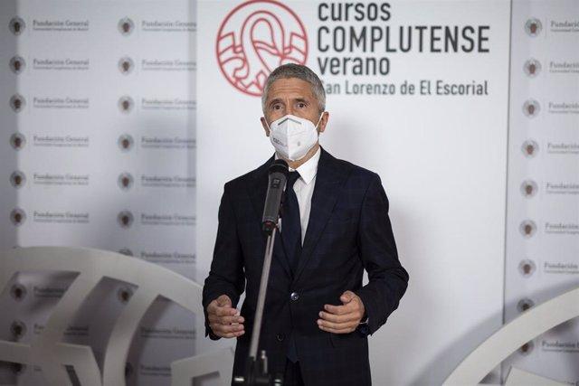 El ministro del Interior, Fernando Grande-Marlaska, imparte su ponencia 'Pensando en la seguridad pública en la próxima década', en el curso 'Retos y política de seguridad en España: Construyendo el modelo de la seguridad 2030'.